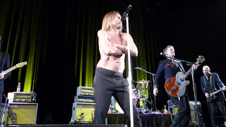 Iggy Pop & Josh Homme - Fall in Love With Me (SXSW 2016) HD