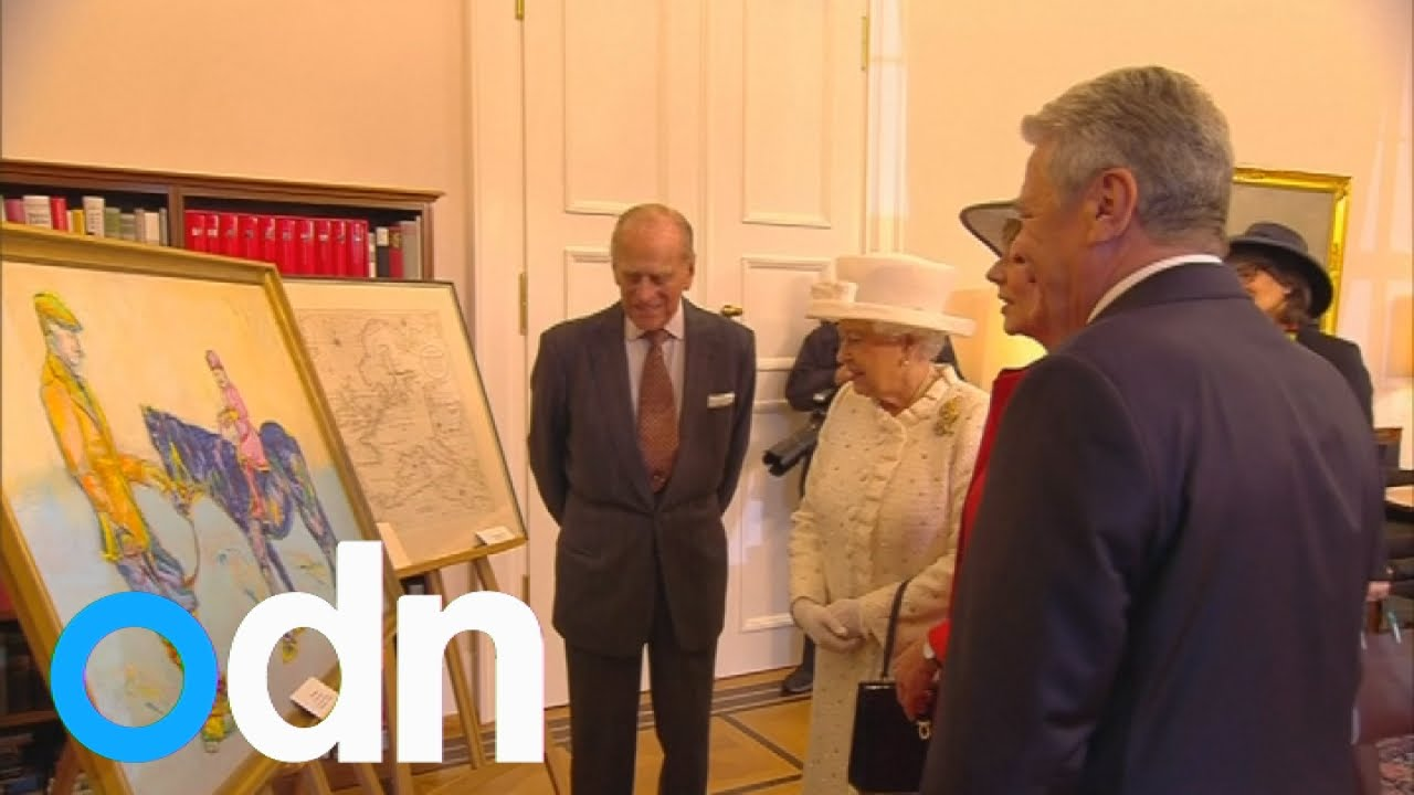 Awkward moment the Queen doesn't recognise her father in painting