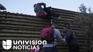 Ante la desesperación por las demoras en el proceso de asilo, migrantes continúan brincando el muro