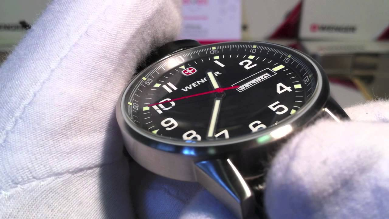 Wenger Commando Day Date 70164.XL - YouTube 9a308c996f1