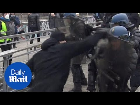 Former boxer punches police during Paris yellow vest protest