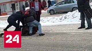 'Скотч давай!': Жители Кемерово задержали избившего водителя маршрутки дебошира - Россия 24
