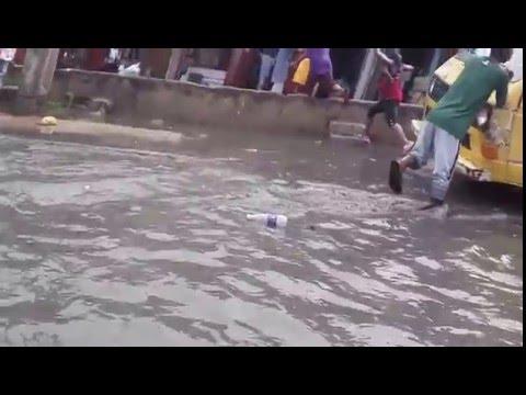 Rain causes flood in Mushin - Ojuelegba Rd, Lagos.