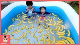 엄마 몰래 타요 버스 타고 바나나 수영장 만들기 했어요! 과연 반응은? ♡ 꾸러기 유니 어린이 대형 워터파크 상황극 banana pool | 말이야와아이들 MariAndKids