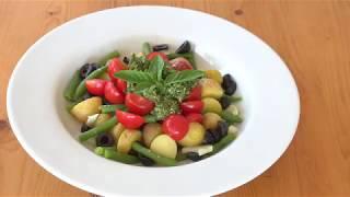 Салат из молодого картофеля, стручковой фасоли и чёрных оливок
