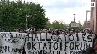"""""""Harcolunk, hogy tanulhassunk!"""" - tüntettek az egyetemisták"""