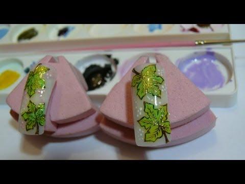 Листочки кленовые на ногтях