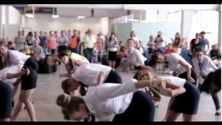 Донские стюардессы взорвали интернет танцами в аэропорту