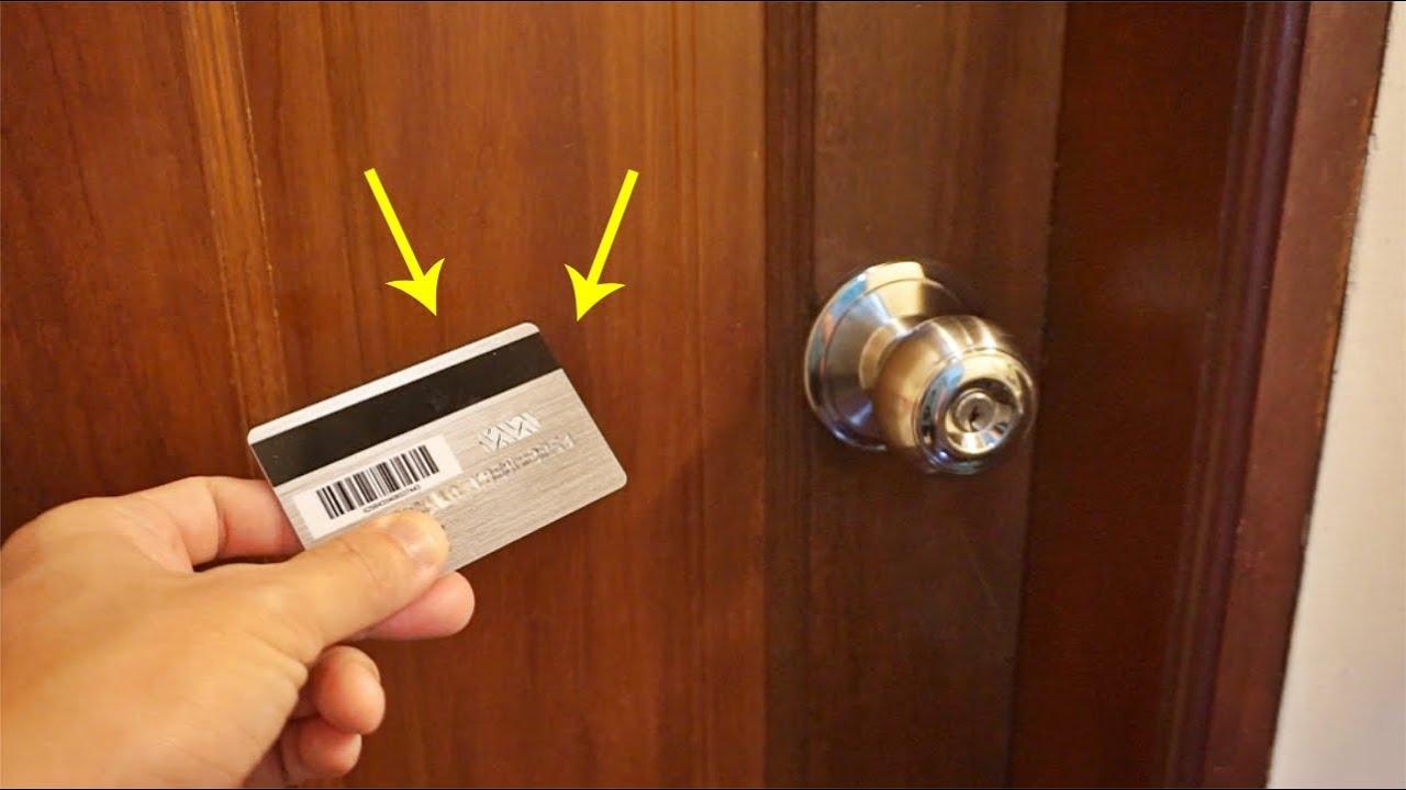 房門反鎖了,別擔心!教你一個小竅門,10秒快速打開房門、完全不傷門鎖!不用花錢找開鎖師傅了!