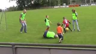 Brutales Foul 3 jähriger Junge ...Ben Müller