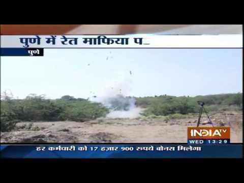 पुणे में रेत माफिया की नदी में 20 बोट उड़ाई गयी