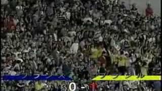 (スーパープレイ)(サッカー) ロベルトカルロス FK  物理学者の研究対象にもなった伝説の左足アウトサイドフリーキック thumbnail