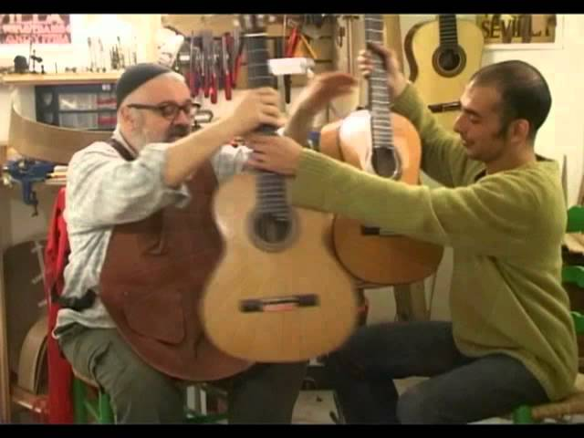 Luthier Alfredo Gonzalez-Flamenco vs. Classical Guitar-בין גיטרה פלמנקו וקלאסית
