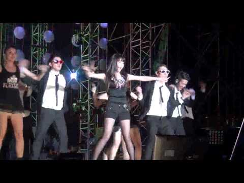 IU  dancing to Gangnam Style