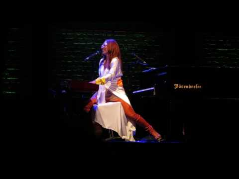 Tori Amos  Little Red Corvette  Stay with Me   in St Paul MN  August 3 2014