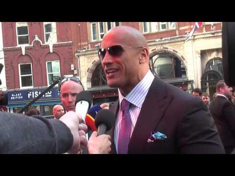 "World Premiere: Dwayne ""The Rock"" Johnson, Carla Gugino | San Andreas (The Fan Carpet)"