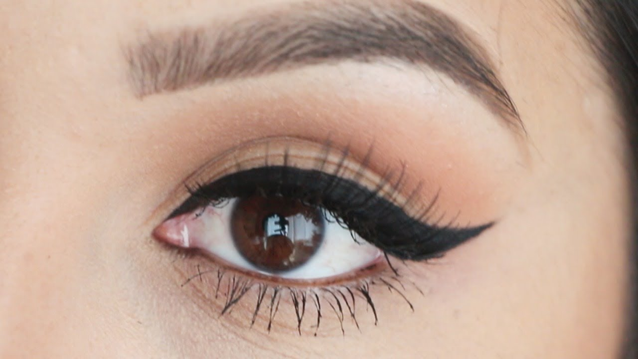 A Makeup Artist's Four-Step Guide To The Perfect Winged Eyeliner