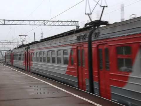 Электричка на станции Броневая