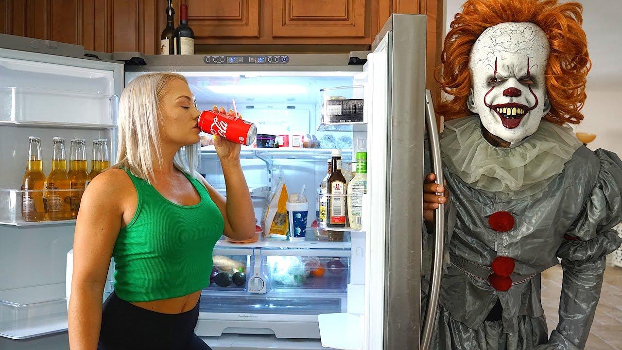 clown-surprise-on-girlfriend-must-watch