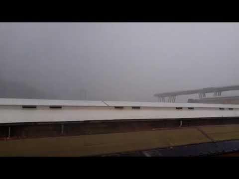 Il terrificante crollo del ponte Morandi di Genova live