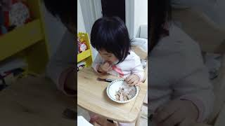 chicken eating show (치킨먹방)