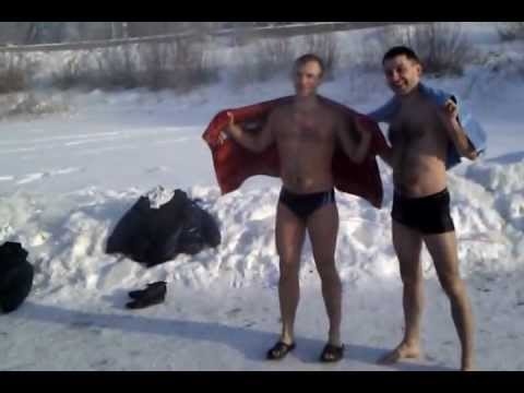 Russian winter swimming in -32 weather Siberia Omsk.mp4