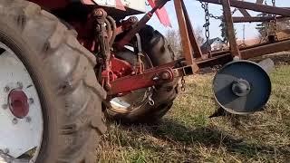 *Роман Шер 011 Пашем землю.Трактор Т-25 ВЛАДИМИРЕЦ плуг двухкорпусный Трудовые будни в деревне 2018