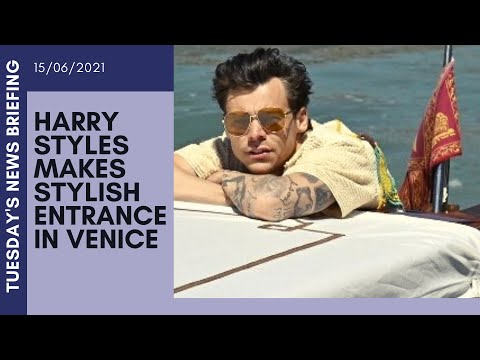 Harry Styles makes stylish entrance as he arrives in Venice on a water taxi| UK NEWS BRIEFING