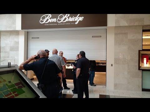 Robbers steal $40K worth of jewelry from Ben Bridge Jeweler