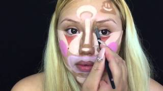 При помощи клоунской раскраски на лице бьюти-блогер превращается в гламурную красотку