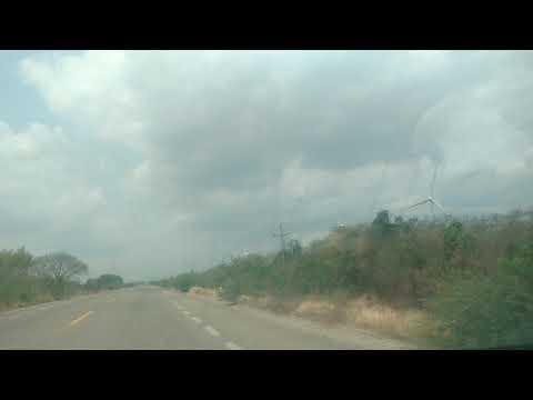 Cruzando la ventosa, Oaxaca, generadores eólicos
