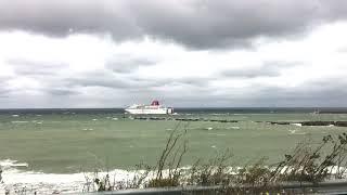 M/S Visby (Destination Gotland) åker ut ur Visby hamn i storm