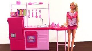 Видео для детей: Кукла Штеффи - кухня для девочек! Развивающие игрушки!(Куколки для девочек - развивающее видео! У Куклы Штеффи есть своя собственная кухня и сегодня мы посмотрим,..., 2015-03-07T09:36:26.000Z)