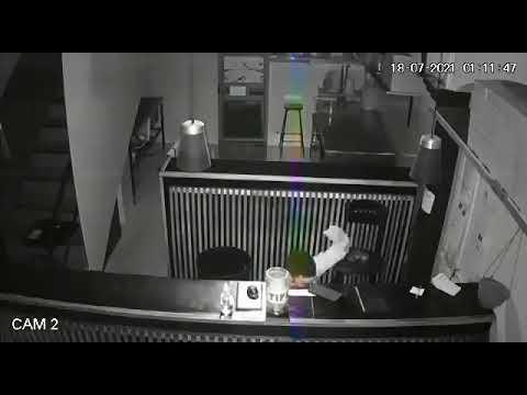 San Isidro: entró a robar en un bar ubicado frente a una sede policial y se llevó hasta las propinas