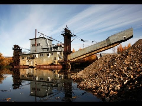 Huge Alaska Gold Dredge 8