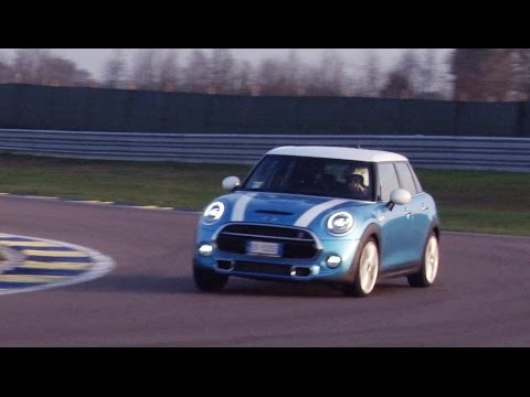 mini cooper sd 5 porte come divertirsi con poco gasolio youtube. Black Bedroom Furniture Sets. Home Design Ideas