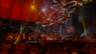 Olsen Brothers - Fly On The Wings Of Love - Walk Right Back (Live Eurovision 2001)