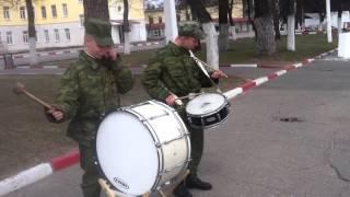 Антоха и Егор бьют в барабан