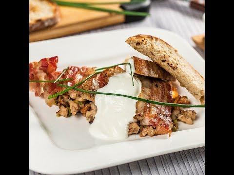 Pulpă de iepure învelită în bacon, la cuptor