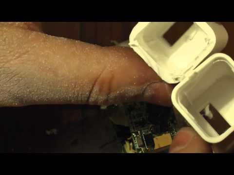 Apple iPod chargers - fake versus genuine