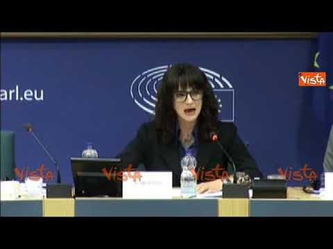 """Asia Argento si commuove all'Europarlamento: """"Ho avuto il coraggio di parlare e mi hanno accusata"""""""