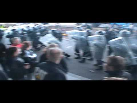 Police fight protesters in Iceland - Truck drivers arrested