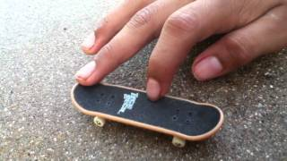 How To Do A Kickflip On A Techdeck Youtube