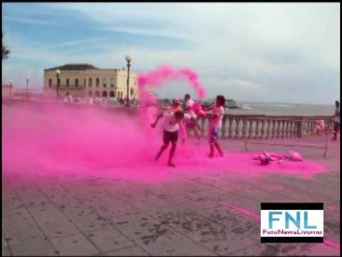 la color vibe a Livorno, tutti pazzi per i colori
