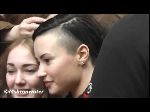 Demi Lovato Gaat Met Haar Fans Op De Foto @ hotel l'europe Amsterdam