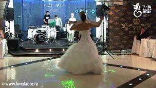 Самый красивый свадебный вальс! Лучшая постановка!(Первый танец молодоженов: красивый свадебный вальс! Данная свадебная композиция создана в Студии «Танец..., 2012-05-14T22:47:38.000Z)