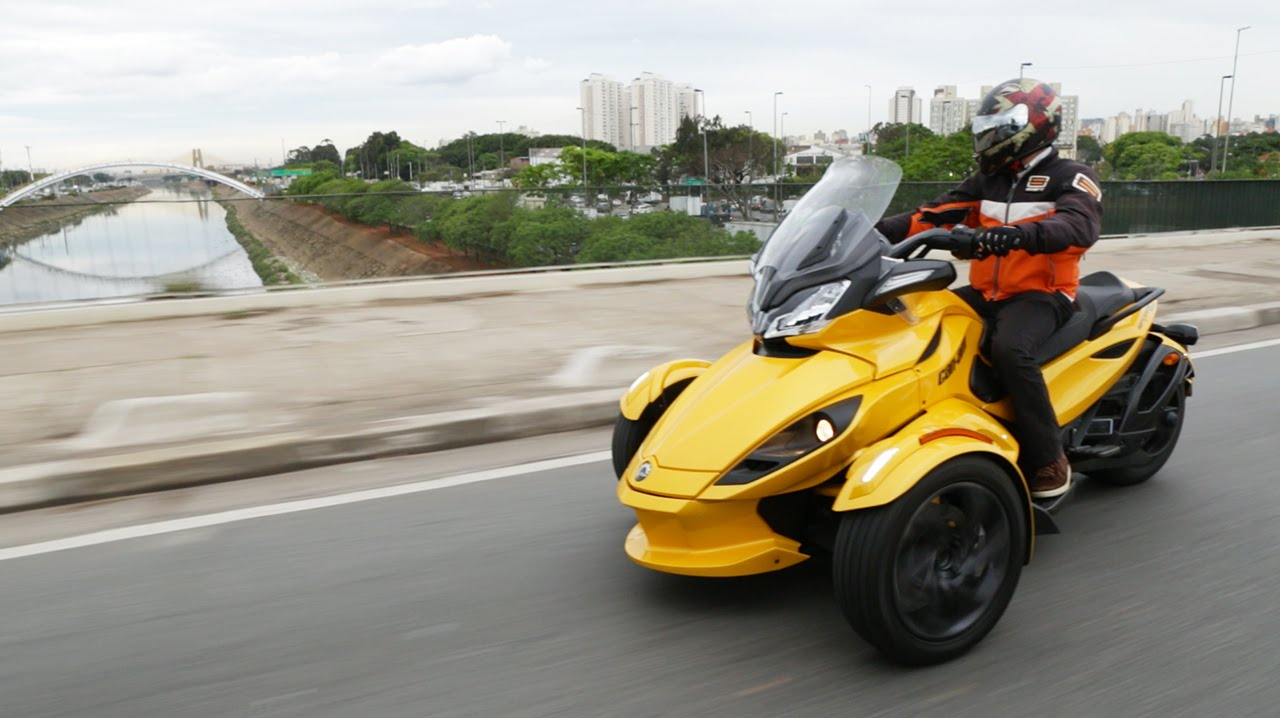 Triciclo BRP Can-Am Spyder é diversão e visual - YouTube