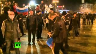 Столкновения между участниками митингов в поддержку и против России в Донецке