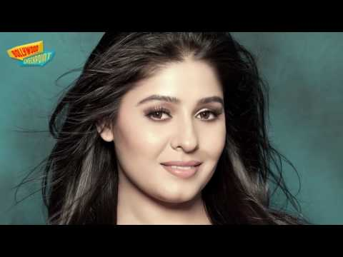 Sunidhi Chauhan Caught Without UNDERWEAR thumbnail
