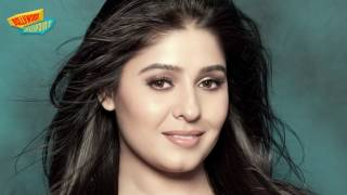 Sunidhi Chauhan Caught Without UNDERWEAR
